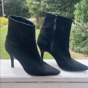 {35.5} Manolo Blahnik Black Suede Kitten Heel Boot